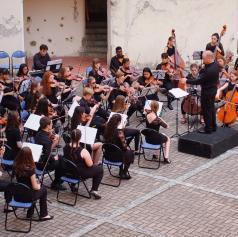 FOTO: Ljubitelje klasične glasbe navdušil mladinski komorni orkester iz Velike Britanije