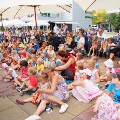 FOTO: Predstava Ovbe, Kekec, ujma gre! navdušila najmlajše