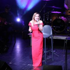 FOTO: Nuša Derenda navdušila v Gledališču Park