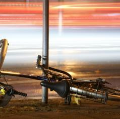 Trčila kolesarka in vozilo