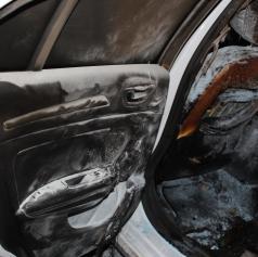Požar na osebnem avtomobilu, škode za 15 tisoč evrov