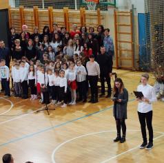 FOTO in VIDEO: Na bakovski šoli pričarali pravi božič
