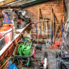 Iz garaže ukradel vrtno orodje