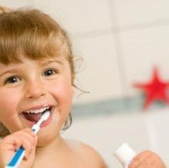 Kako lahko krepimo in ohranjamo ustno zdravje?