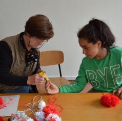 FOTO: Osnovnošolci in upokojenci ustvarjali skupaj