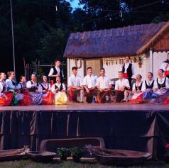 FOTO: Petek v znamenju tuje folklore