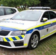 Policisti obravnavali poškodovanje tuje stvari in tatvino