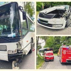 FOTO: Trčila avtobus in osebno vozilo