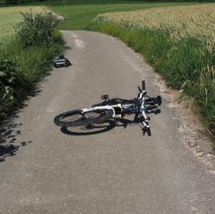 Poškodovani kar trije kolesarji