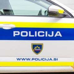 Policisti obravnavali dve prometni nesreči in zasegli osebno vozilo