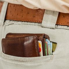 V trgovskem centru ukradli denarnico