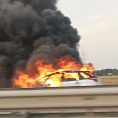Ob požaru avtomobila nastalo za 4.000 evrov škode