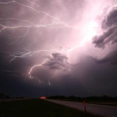 POZOR!  Možen je razvoj močnejših krajevnih neviht